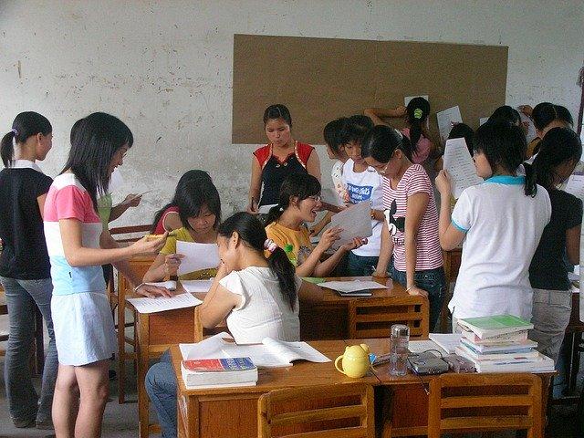 Descripción de imágenes en español - la escuela
